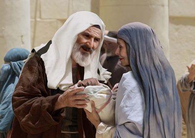 5 - Zacarías y Elizabeth con bebé