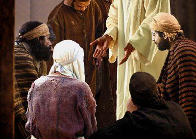 6 - Jesús muestra sus manos y sus pies