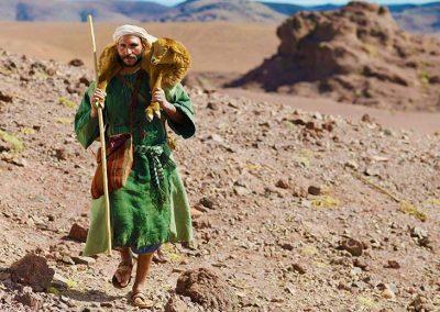 9 - Pastor con oveja sobre sus hombros